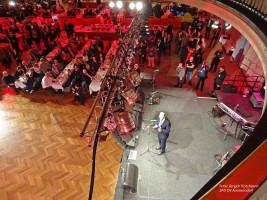 Martin Schulz begrüßt die Gäste des Parteiabends