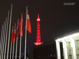 Der Funkturm als roter Blickfang des Parteiabends
