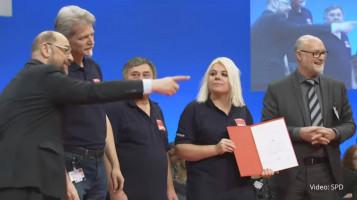 Martin Schulz macht uns auf den fotografierenden Carsten Träger aufmerksam